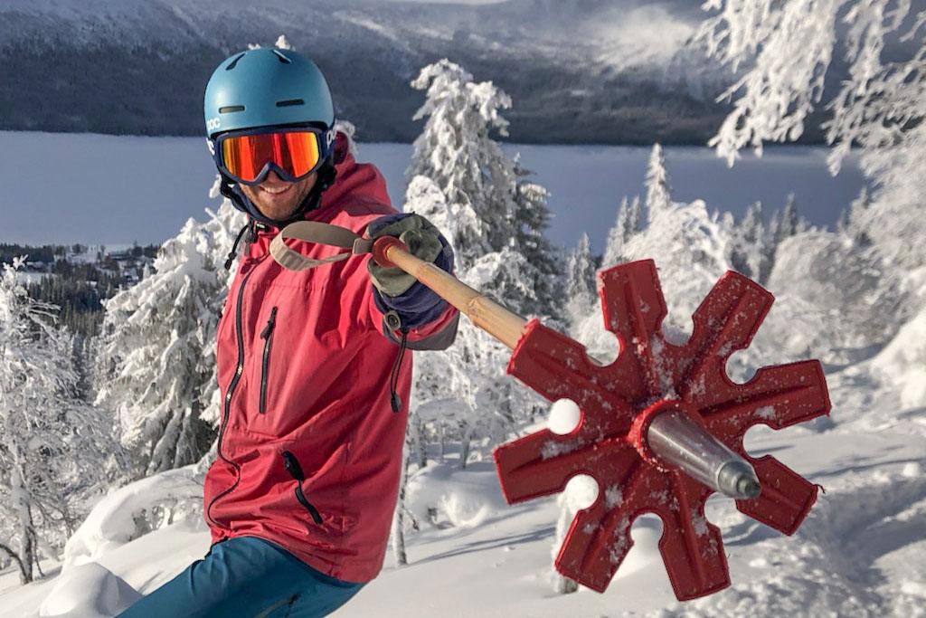Fabian Rimfors with bamboo ski poles in Borgafjäll. Photo: Andreas Hillergren