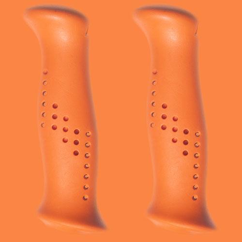 Orangea handtag av gummiliknande elastomer, från Tehnomat.