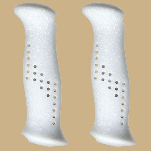 Vita handtag av gummiliknande bioplast + återvunnet papper, från Tehnomat.