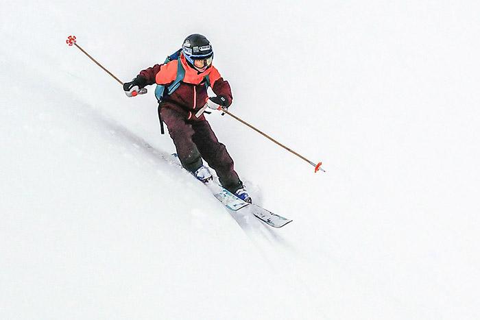 Skiing with bamboo ski poles on Nordalsfjället in Riksgränsen, Easter 2021.